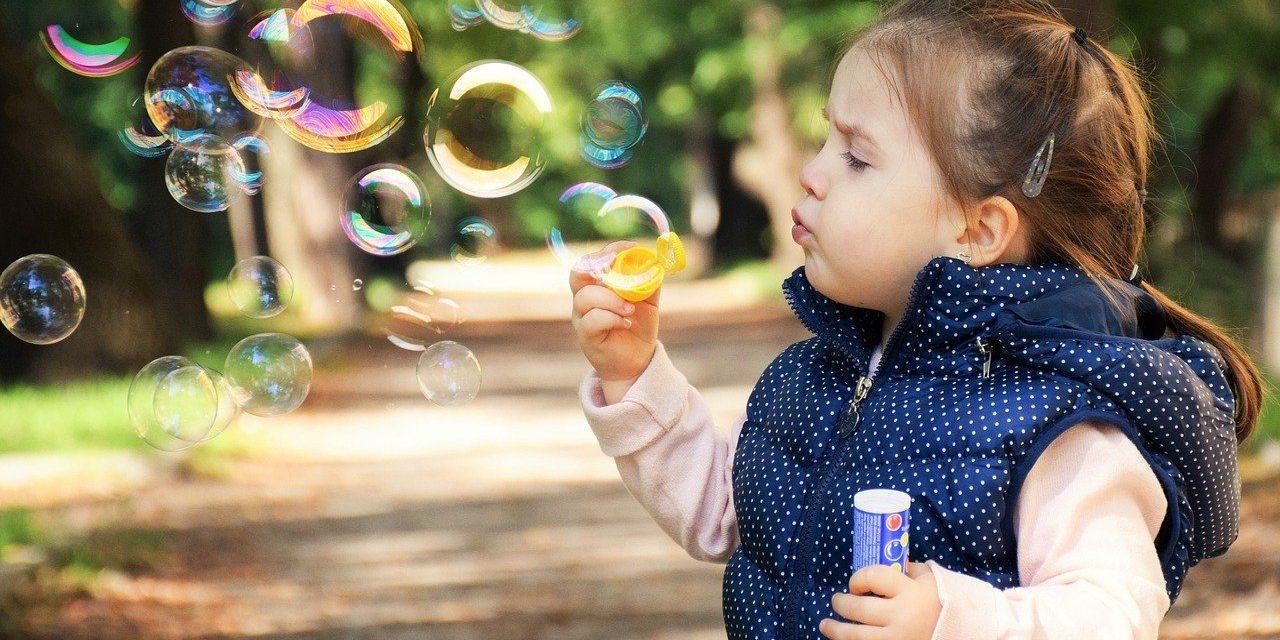 Mikroba vs antibiotikum? Mi kell a gyereknek?